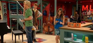 Austin calls Roxy, but gets Ally