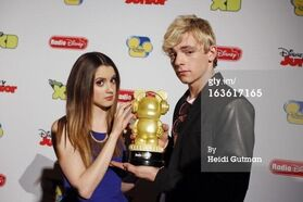 Raura with a Radio Disney Award