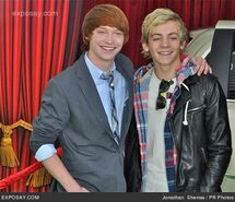 Calum-worthy-and-ross-lynch-muppets-los-01sSPY