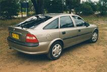 1997-1998 Holden Vectra (JR) GL hatchback (16567862711)