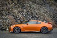 2017-Nissan-GT-R-side-profile