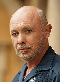 hector elizondo speaking spanish