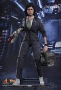 Hot toys-ellen ripley-alien mms366-sigourney weaver-movie-masterpieces-actionfigur-incredible-figures-004