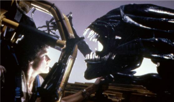 File:Aliens-ripley-alien-queen.jpg