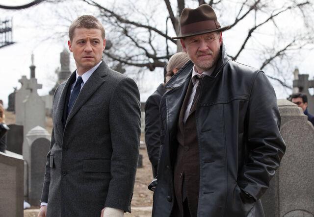 File:Gordon and Bullock Gotham.jpg
