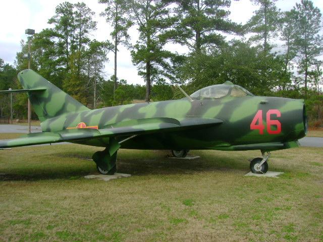 File:MiG-17.JPG