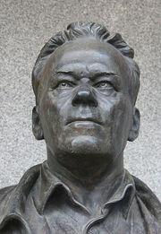 414px-Michail Timofejewitsch Kalaschnikow Izhevsk 2