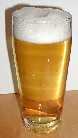 File:Helles im Glas-Helles (pale beer).jpg
