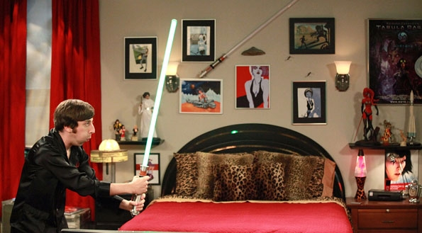 File:S5EP03 - Howard with his lightsaber.jpg