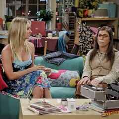 Penny helps Amy prepare for her date with Sheldon.