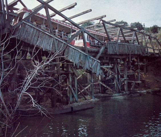 File:Collapsingbridge1.jpg