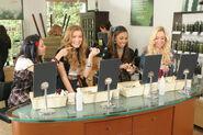 Bratz The Movie Girls Shopping