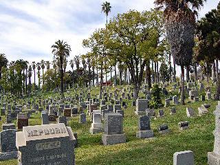 File:Angelus cemetery.jpg
