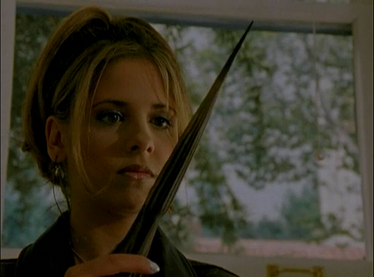File:Buffy and her stake The Harvest.png