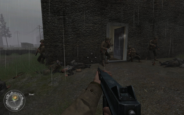 File:Breaching and entering last house Approaching Hill 400 CoD2.png
