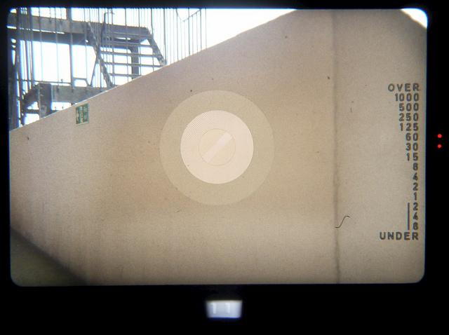 File:PrakticaB200viewfinder.jpg