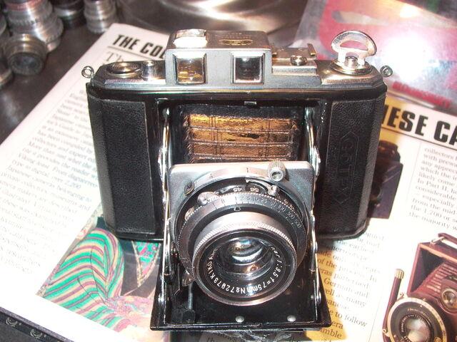 File:Z99 Gotex KSK 6x6cm 1943 WW2 Camera japan.jpg