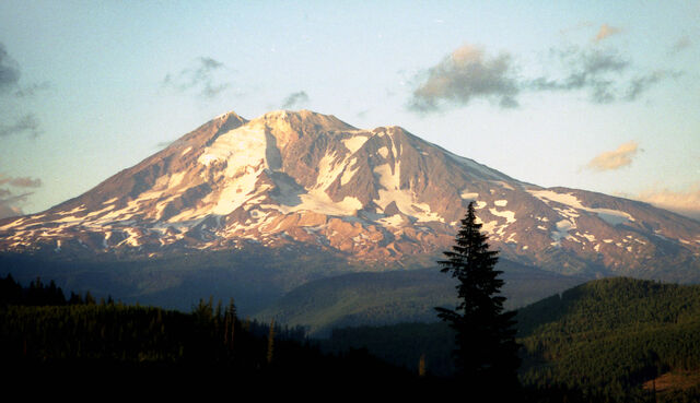 File:Mount Adams.jpg
