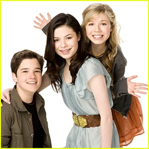 File:TheiCarlyTrio.jpg
