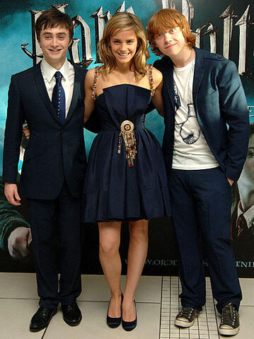 File:Harry-potter-full-cast.jpg