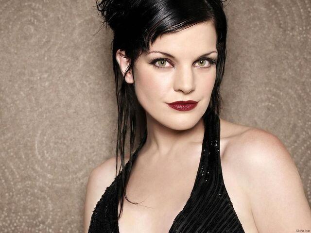 File:Fond-ecran-celebrites-feminines-pauley-perrette-001.jpg