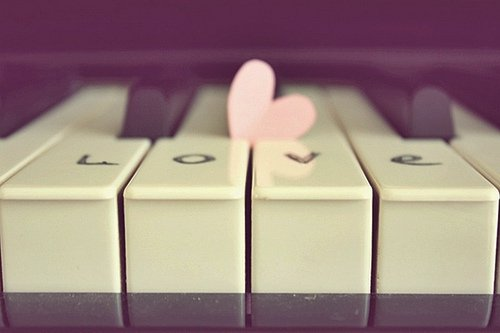 File:Piano love.jpg