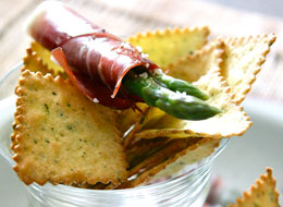 File:Prosciutto-Wrapped-Asparagus-Pasta-Chips.jpg