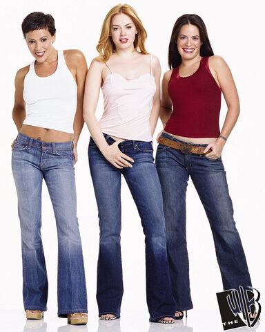 File:Halliwell Sisters (20).jpg