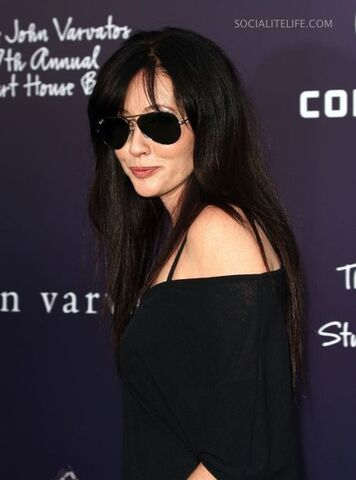 File:Shannen doherty 98249 sd 60john varvatos 7th annual stuart house benefit06 celebutopia isa 01 122 29lo q0dg9Ut.sized.jpg