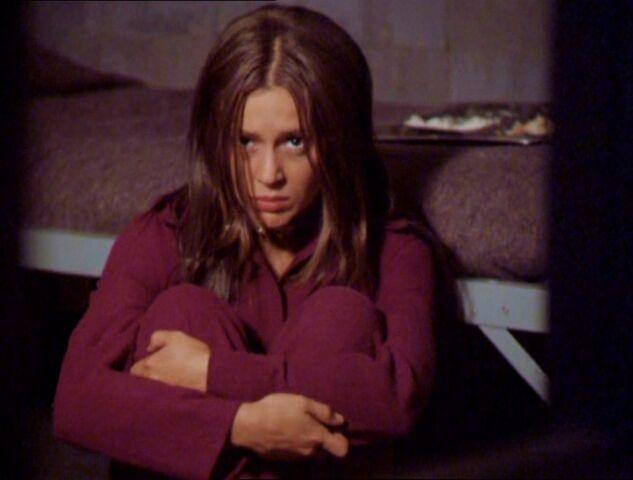 Фајл:2x02-PhoebeHalliwell2.jpg