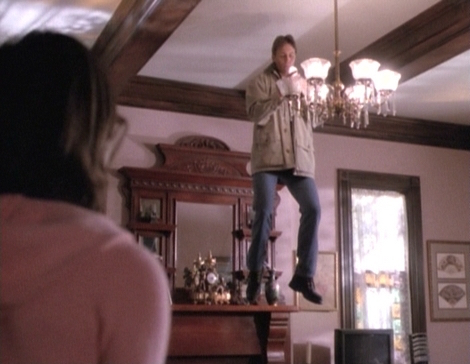 File:1x14-Phoebe-Leo-Hovering.jpg