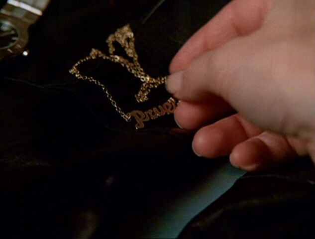 File:4x06-NecklaceHand.jpg
