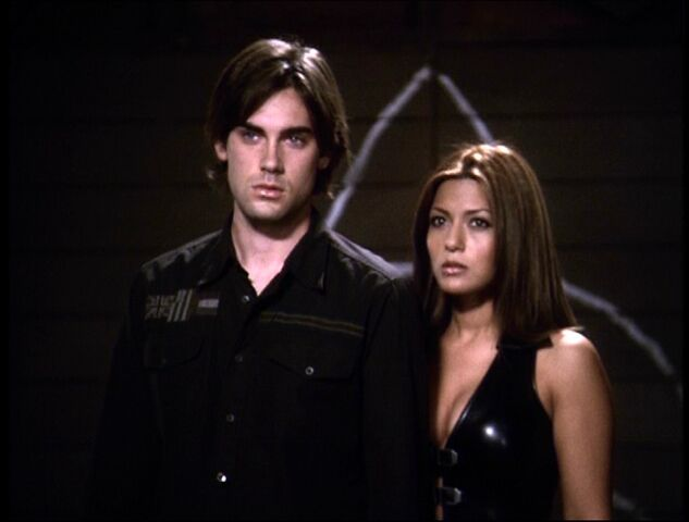 File:Chris & Bianca in Future Attic.jpg