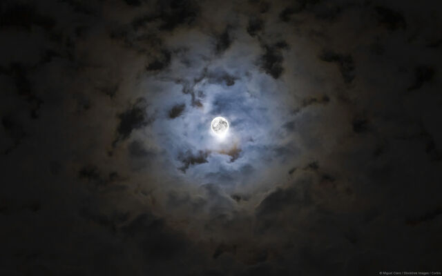 File:Full Moon Windows Background.jpg