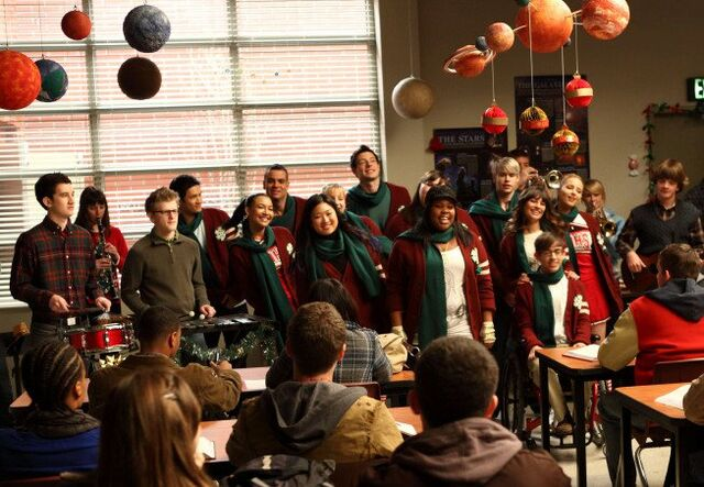 File:A Very Glee Christmas Screenshot.jpg