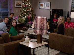 4x10-Jeff Abed Annie Chang Shirley Britta Troy doorbell