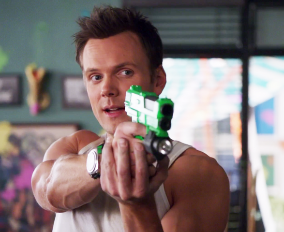 File:1X23 Jeff pointing a paintball gun.png