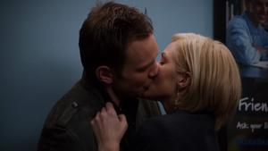 BG Jeff and Amber make out