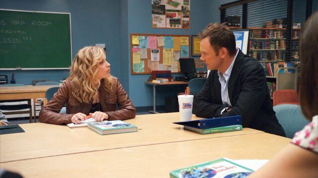 File:1x2 Britta criticizing Jeff.jpg