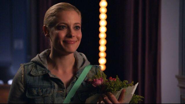 File:1x14 Britta roses.jpg