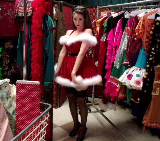 File:3X10 Annie dressed as Santa's helper.jpg