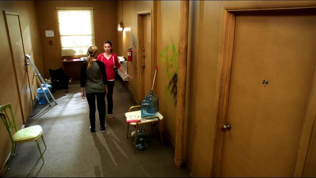 File:Hallway to Annie's apartment.jpg