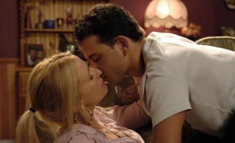 File:Becky And Jason Kiss.jpeg