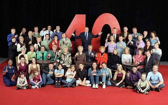 File:2000 cast.jpg