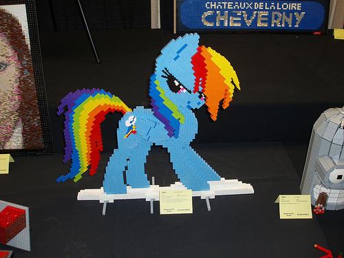 File:Rainbow Dash at BrickCon.jpg