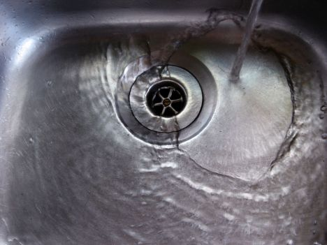 File:Sink-water-drain.jpg