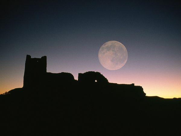File:Moon-ruins-silhouettes 8913 600x450.jpg