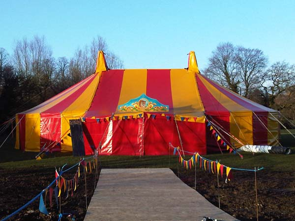 File:Circus-show-tent-Dorothy.jpg