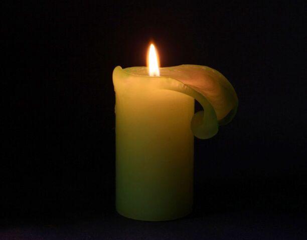 File:Lit-candle-1290533077.jpg