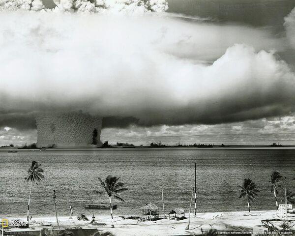 File:Atombombbikiniatoll6331.jpg